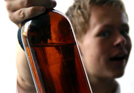 Ukochani synowie Dionizosa, czyli rzecz o alkoholizmie